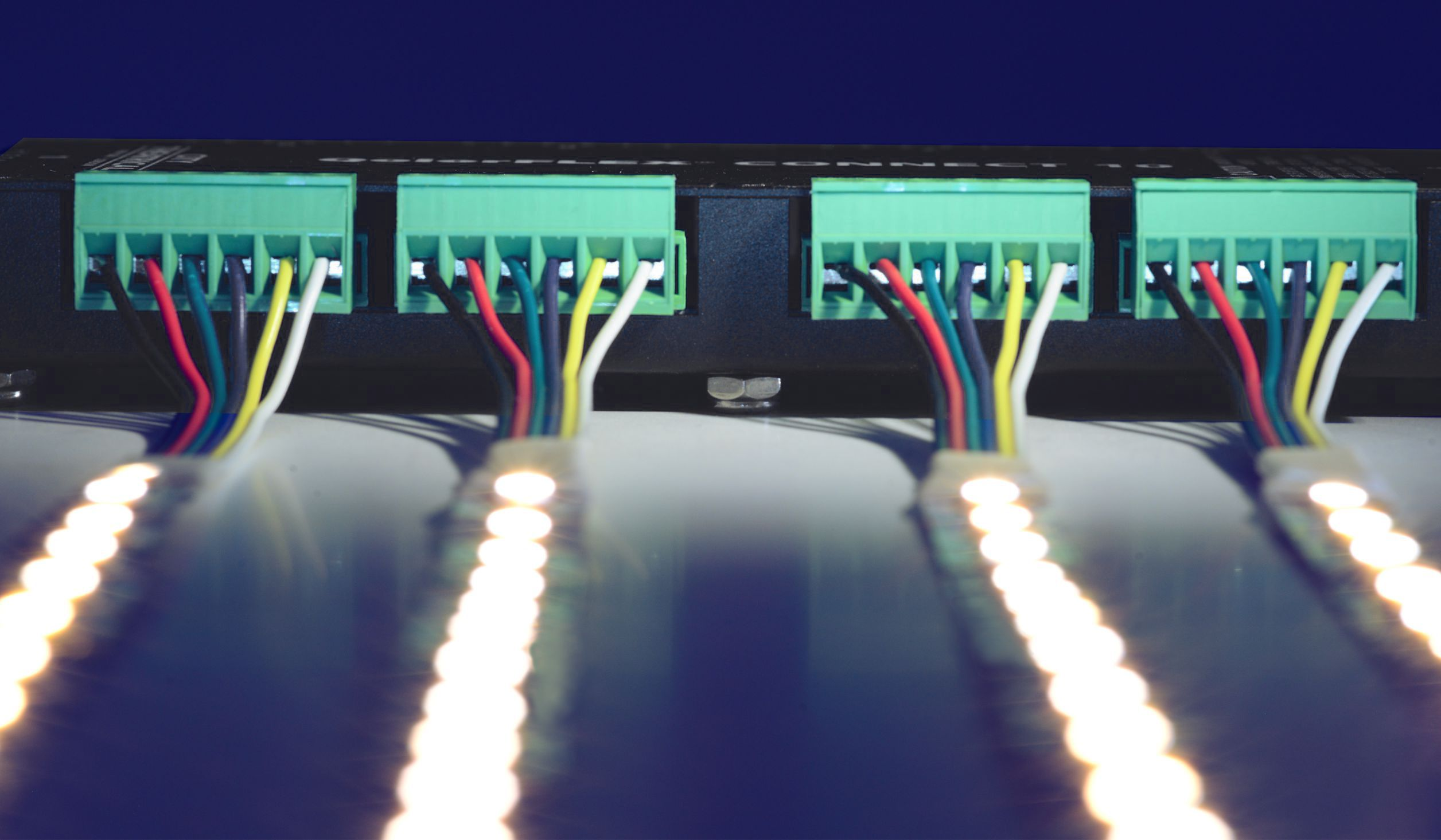QolorFLEX Connect 10 uses 10 six position Phoenix terminal block connectors to achieve a quick and well-ordered installation.
